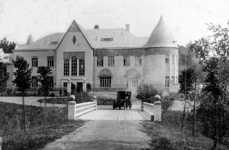 Старинное фото усадьбы с фасада, найденное на просторах интернета.