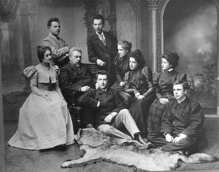 Рис. 2 А.П. Ленский среди своих учеников.