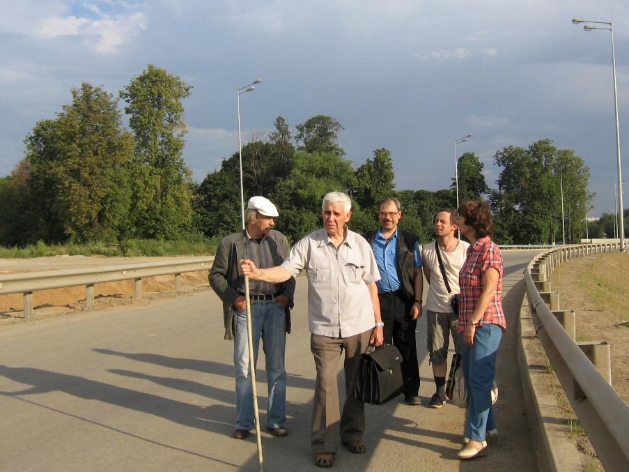 Место усадьбы Киреево у новой дороги М-11. 2013 год.
