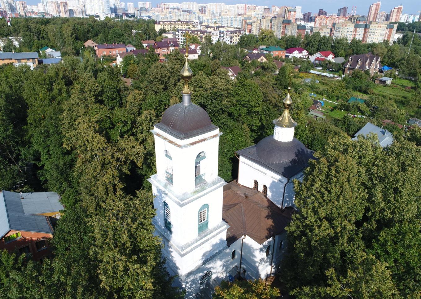 Рис.7. Города Москва и Химки окружают Владимирскую церковь