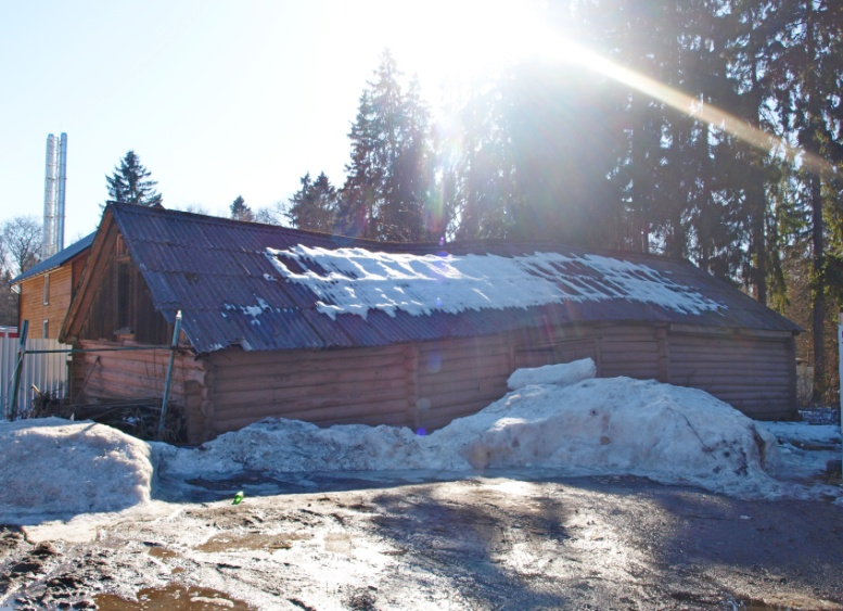 Рис. 5 Одна из сохранившихся хозяйственных построек. Фото Кирьянова А.