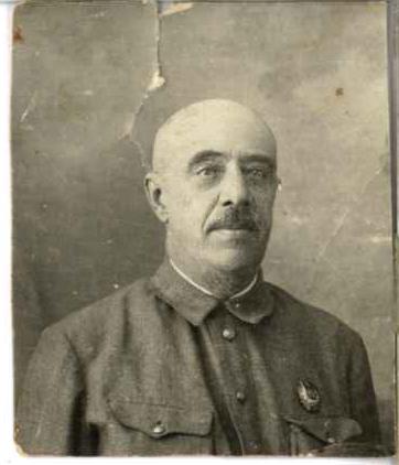 А.В.Будасси с орденом Трудового Красного Знамени. Около 1937-1938 гг. Из архива потомков А.В.Будасси.