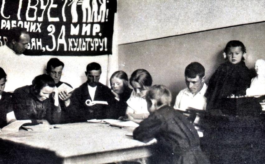 Рис. 3 Школа малограмотных при Рукавишниковской лечебнице, Ульяновской волости, 1927-1928 годы.