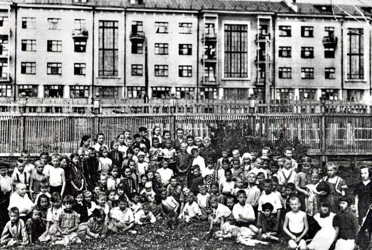 Рис. 11 Городской пионерлагерь, начало 1950-х годов.