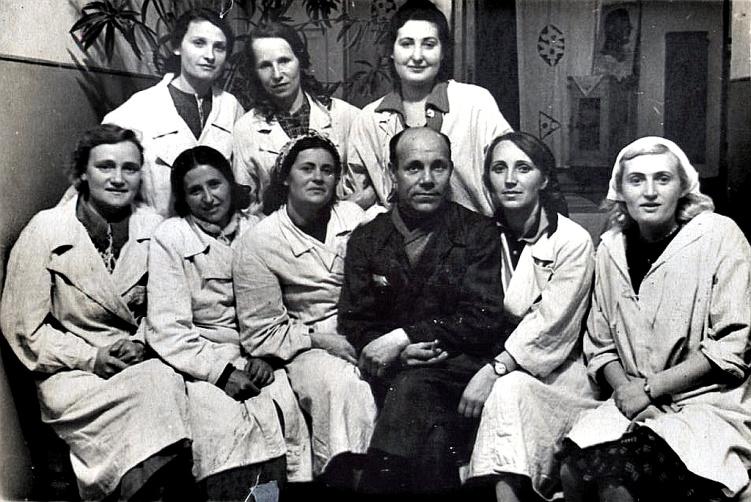 Рис. 12 В подшефном госпитале, г. Ташкент, 1943 год.