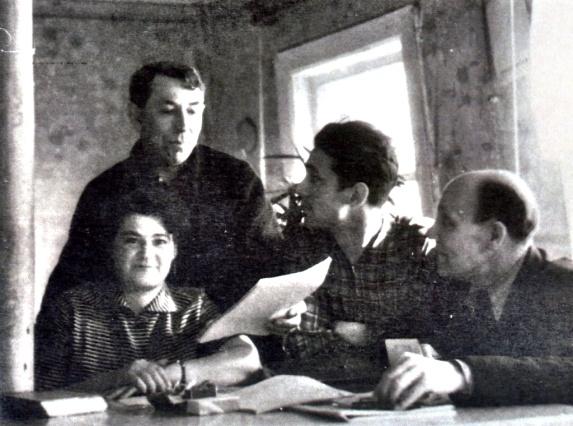 Рис. 13 Литературное объединение «Химки», И. Оленина, М. Виндряевский, В. Борисенко, И. Нечаев.