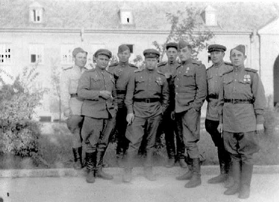 Вена, май 1945 года. Третий справа – Будасси А.А.