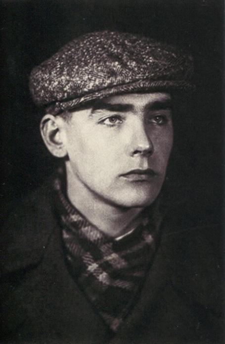 Рис. 3 Эдуард Степанович в юности.