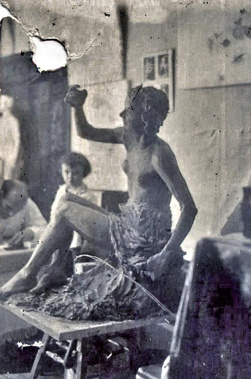 Рис. 4 Парковая скульптура.Фото из архива семьи Нечаевых.
