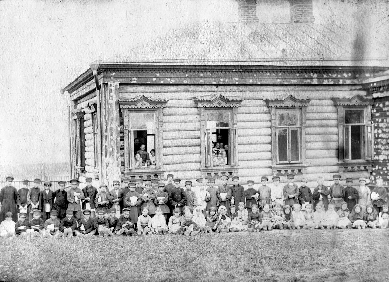 Церковно-приходская школа в усадьбе К.В. Осипова. Фото из архива потомков К.В.Осипова.