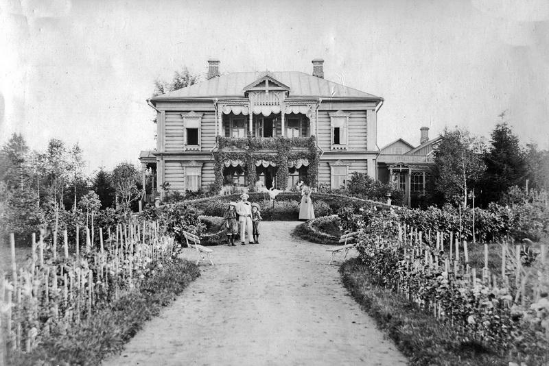 Рис. 6. Вид усадебного дома с севера. Архив потомков К. В. Осипова.