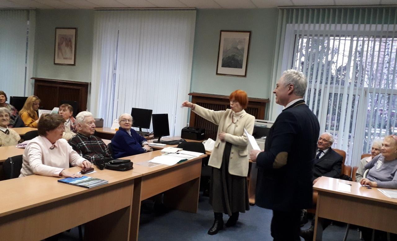 В центре снимка Г.В. Вершинина и В.В. Пашин