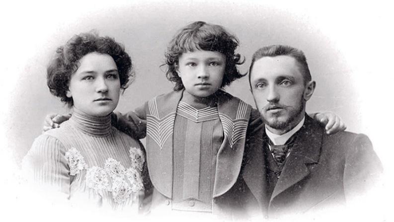 Рис. 5 Молодая семья Шмелёвых