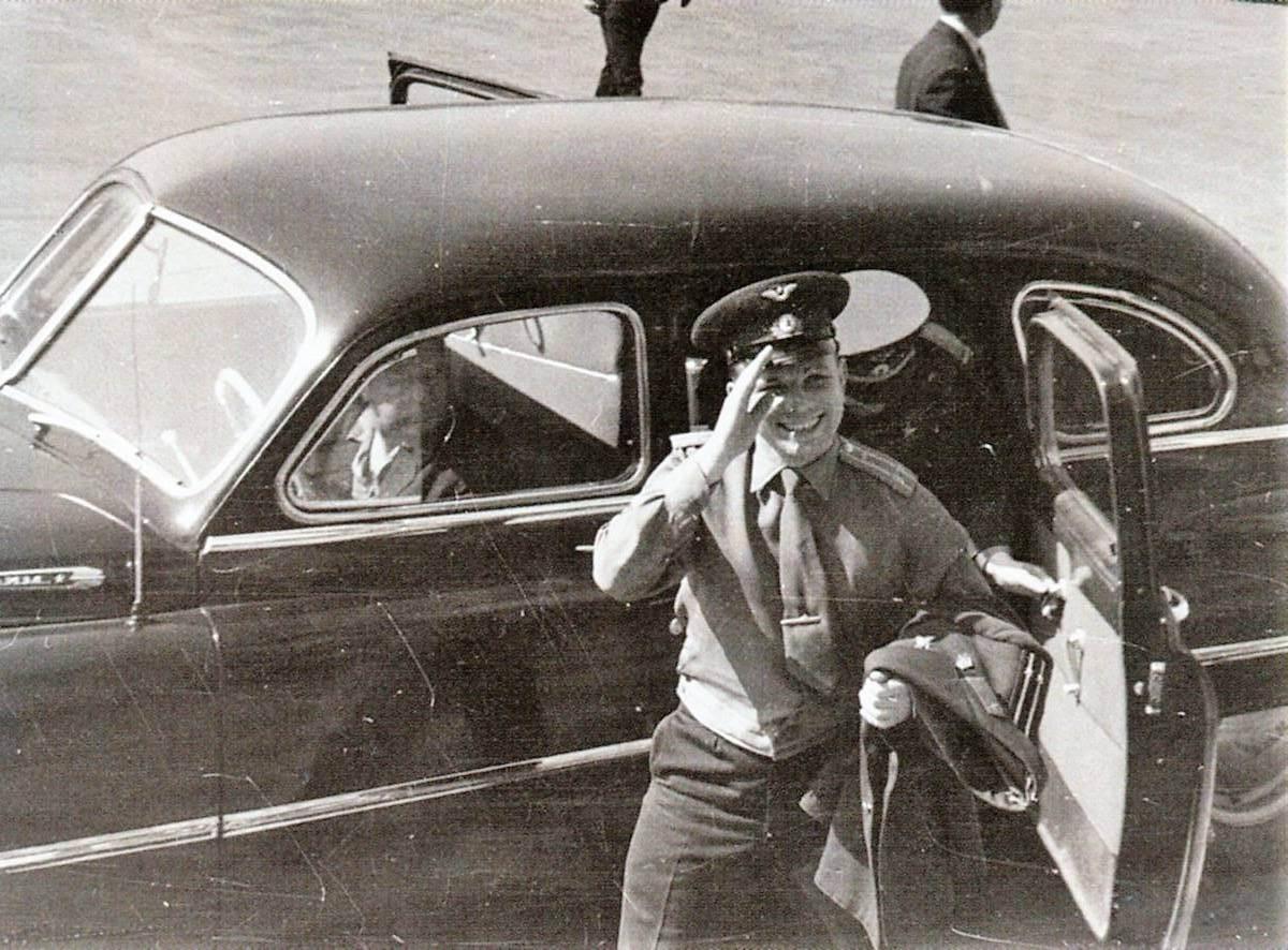 Приезд Ю.А. Гагарина в ОКБ и на Опытный завод №456  в 1963 году. Фото из архива В.Н. Голубкова.